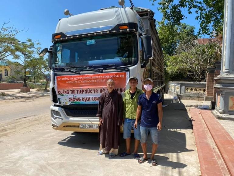 Chuyến xe mang 30 tấn nông sản Quảng Trị đã khởi hành hướng vào TP.HCM