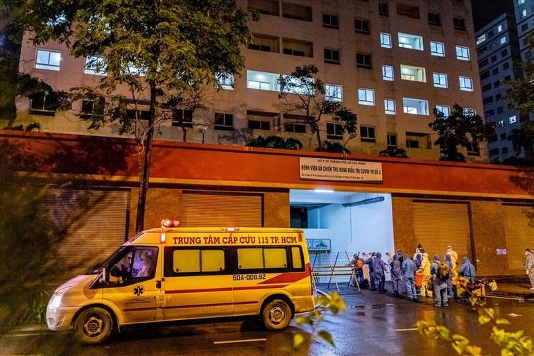 Một số chung cư, toà nhà được sử dụng làm bệnh viện dã chiến điều trị bệnh nhân Covid-19 - Ảnh: Anh Tú