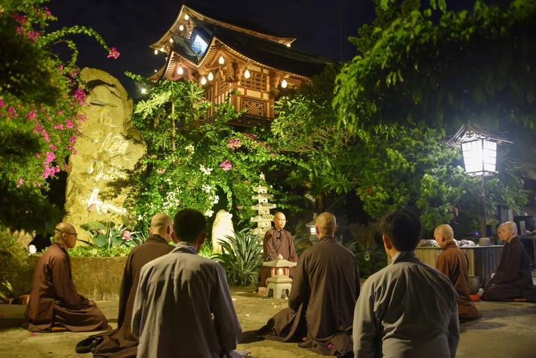 Hướng dẫn tu học ngoài trời ở tu viện Khánh An