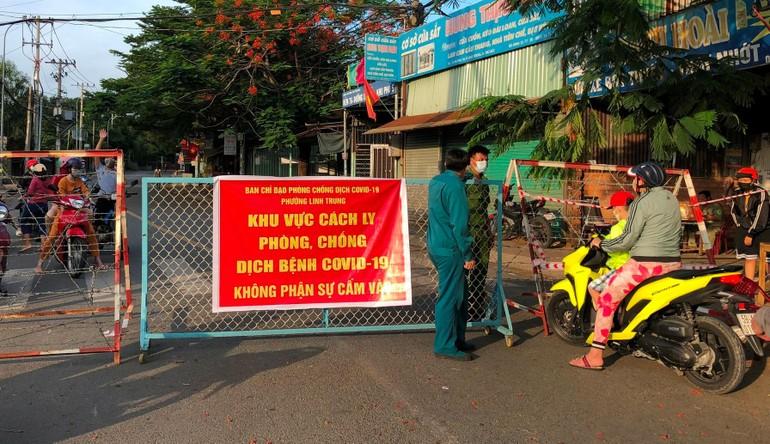 2 phường Linh Trung và Tam Bình (TP.Thủ Đức) với hơn 85.000 dân bị phong tỏa vì liên quan các ca nhiễm Covid-19 cộng đồng từ ngày 18-7