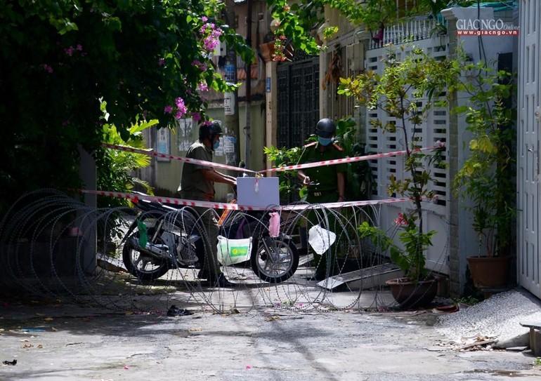 TP.HCM đang thực hiện giãn cách xã hội theo Chỉ thị 16, người dân không ra đường sau 18 giờ - Ảnh: Bảo Toàn/BGN