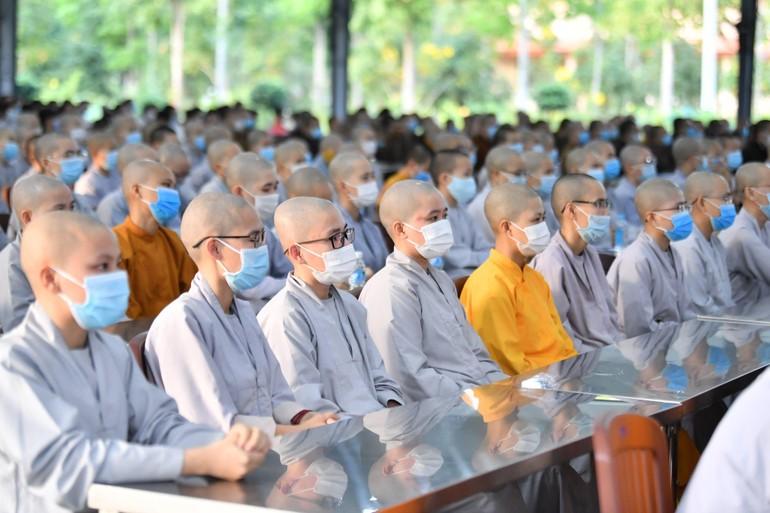 Ni sinh viên Học viện Phật giáo VN tại TP.HCM nội trú trong một hoạt động ngoại khóa trước lúc thực hiện giãn cách xã hội phòng, chống dịch Covid-19