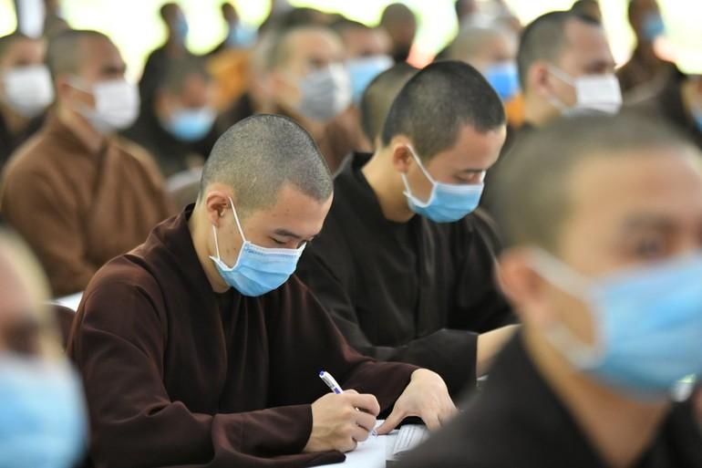 Tăng sinh Học viện Phật giáo VN tại TP.HCM trong một sinh hoạt ngoại khóa trước lúc TP.HCM thực hiện giãn cách xã hội để phòng, chống dịch Covid-19