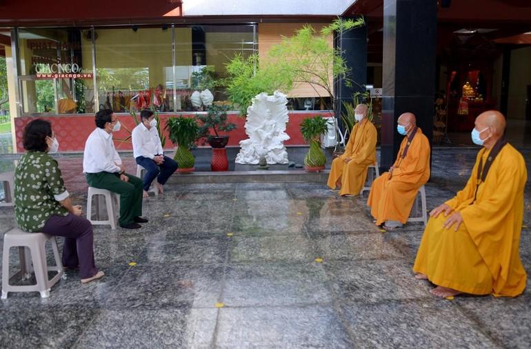 Buổi thăm tại chùa Huê Nghiêm (TP.Thủ Đức) chiều 22-8-2021 - Ảnh: Yên Hà