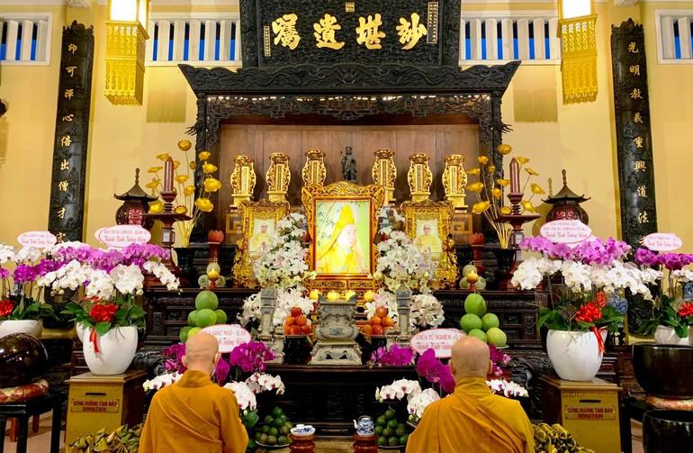 Chư Tăng tổ đình Ấn Quang tưởng niệm cố Hòa thượng Thích Nhật Quang trong khuôn khổ nội tự - Ảnh: Hoằng Tâm
