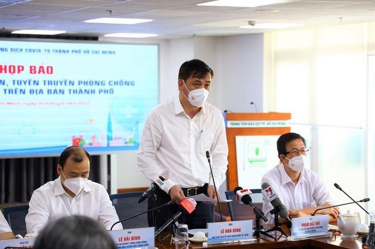 Ông Lê Hòa Bình, Phó Chủ tịch UBND TP.HCM công bố chỉ thị - Ảnh: TTBCTP.HCM