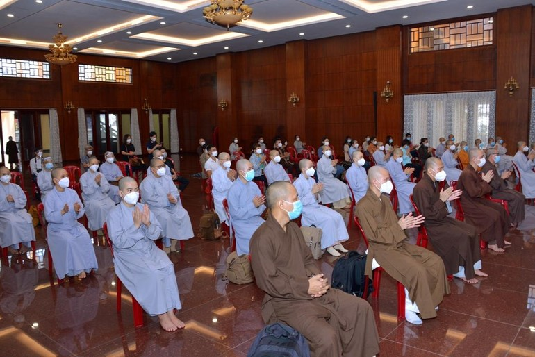 50 Tăng Ni, Phật tử tham gia lễ xuất phát đến hỗ trợ bệnh nhân Covid-19