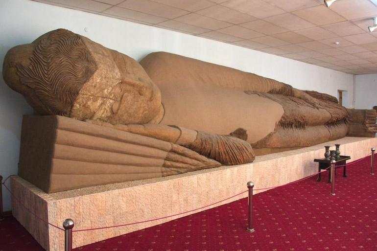 Tượng Đức Phật nhập Niết-bàn dài 13m ở Ajina-Tepa, Tajikistan có mặt trong không gian triển lãm