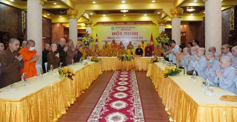 Chư tôn đức niệm Phật cầu gia hộ trước buổi làm việc