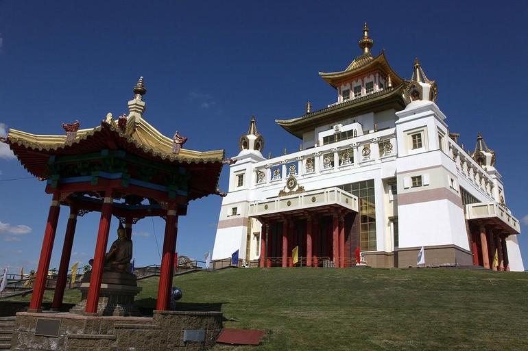 Tu viện Chùa Vàng Thích Ca tọa lạc tại thủ đô Elista, được xây dựng vào năm 2005