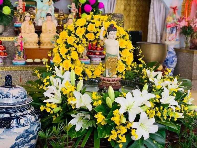 Ngắm lễ đài Đức Phật đản tại các tự viện