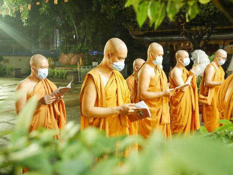 Đại lễ Phật đản nội bộ tại tịnh xá Trung Tâm, quận Bình Thạnh