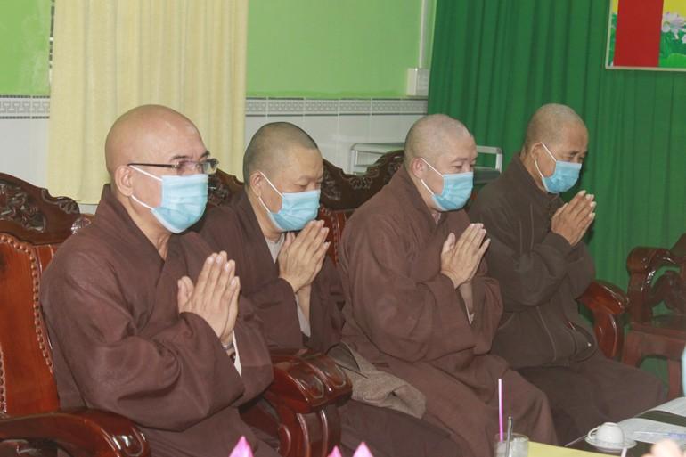 Chư tôn đức niệm Phật, bắt đầu phiên họp