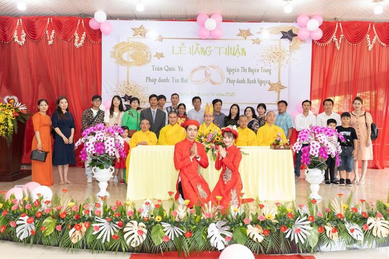 Chụp hình lưu niệm sau buổi lễ hằng thuận tại chùa Huyền Trang (ấp Bàu Cối, xã Bảo Quang, TP.Long Khánh, tỉnh Đồng Nai)