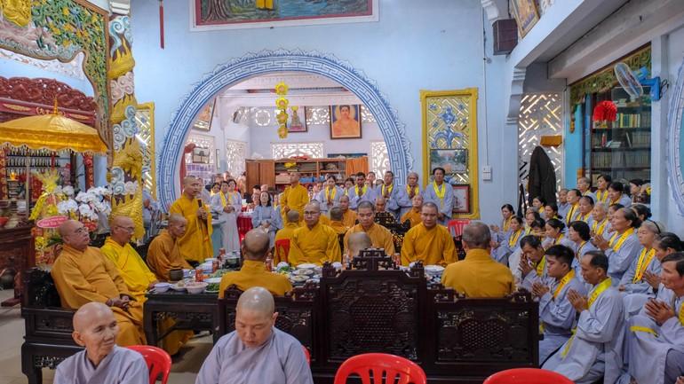 Quang cảnh lễ tổng kết và trao học bổng tại chùa Kim Thiền - Ảnh: Anh Phong