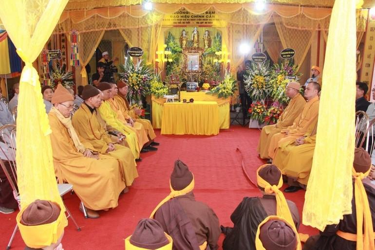 Quang cảnh lễ truy niệm cố Ni trưởng Thích Đàm Niệm