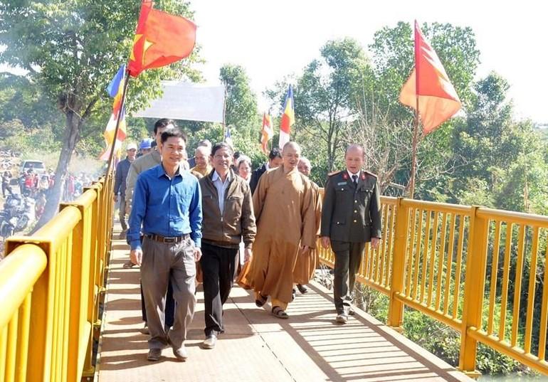 Cây cầu Bình An hoàn thành trong niềm hoan hỷ của địa phương