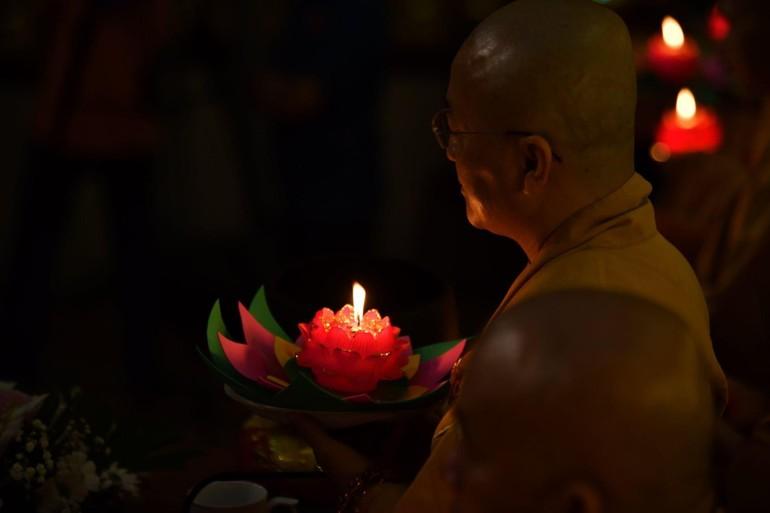 Hoa đăng kính mừng Đức Phật thành đạo tại chùa Giác Ngộ