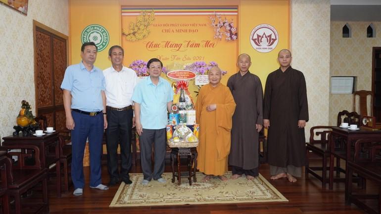 Đoàn trao quà Tết đến Hòa thượng Chủ tịch