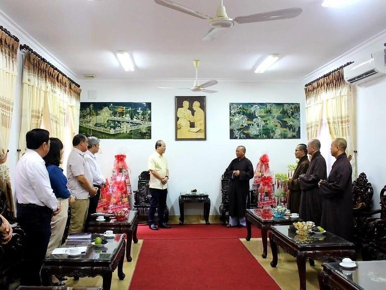 Ban Trị sự GHPGVN huyện Củ Chi chúc tết chính quyền huyện