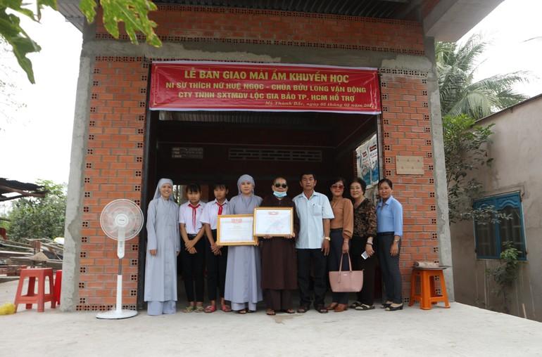Bàn giao nhà cho em Lê Lệ Thuận