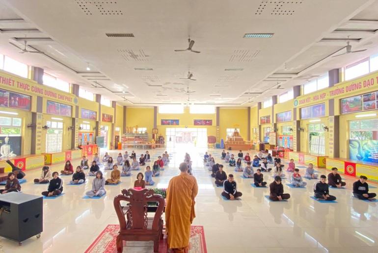 Gần 100 bạn trẻ quy y Tam bảo tại chùa Chí Linh