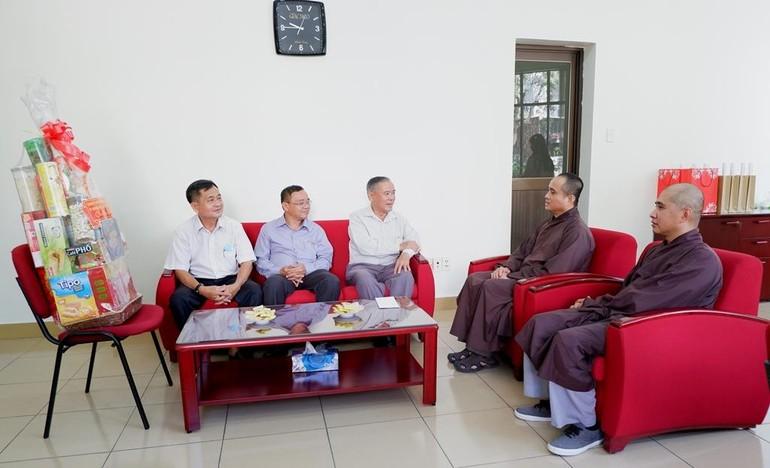 Buổi thăm và trò chuyện thân mật của lãnh đạo Ban Dân vận Thành ủy TP.HCM với chư tôn đức báo Giác Ngộ