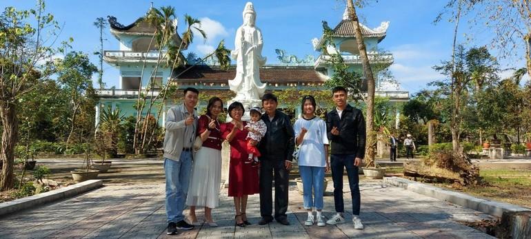 Nét đẹp đầu năm ở Huế, là người người, nhà nhà đi chùa
