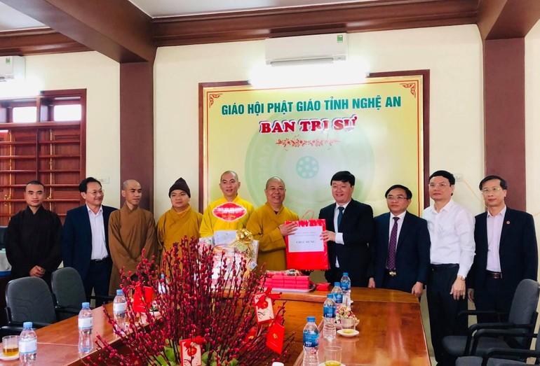 Chủ tịch UBND tỉnh Nghệ An chúc tết Ban Trị sự
