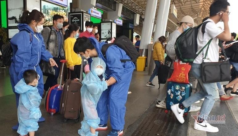 Người dân quay trở lại TP.HCM sau Tết. Ảnh chụp chiều Mùng 5 Tết tại sân bay Tân Sơn Nhất