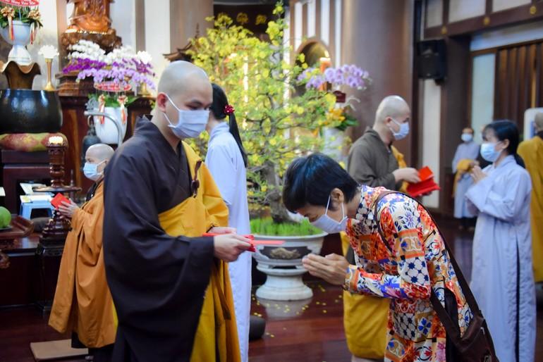 Mùa xuân trong thời dịch Covid, chùa và Phật tử cùng giữ gìn sự bình an bằng sự quay về bên trong