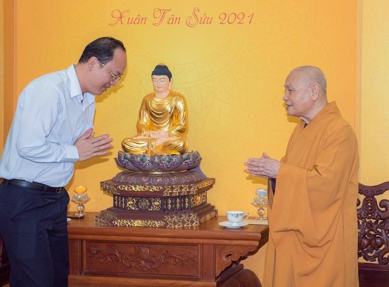 Phó Bí thư Thành ủy Nguyễn Hồ Hải chúc Tết đến Hòa thượng Chủ tịch