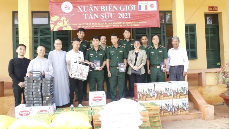 """Trao quà """"Xuân biên giới"""" Tân Sửu tại huyện Lộc Ninh, Bình Phước"""