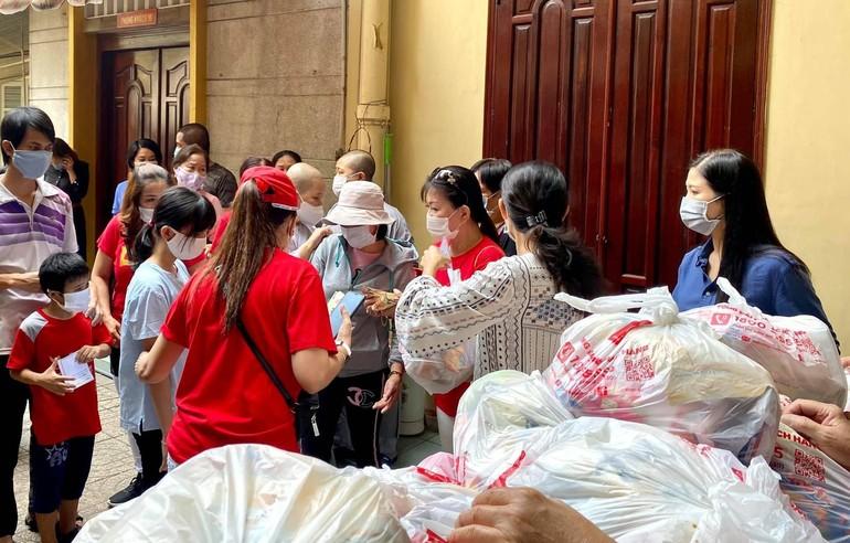 """""""Siêu thị 0 đồng"""" được tổ chức tại chùa Từ Nghiêm với 500 suất quà Tết"""