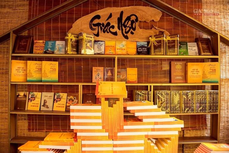 Không gian sách Phật giáo tại chùa Minh Đạo - Ảnh: Đăng Huy