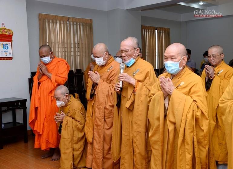 Hòa thượng Thích Huệ Trí chúc Tết đến Hòa thượng Chủ tịch - Ảnh: Bảo Toàn