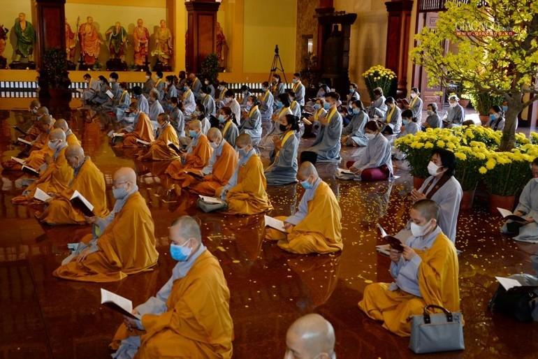 Văn bản đề nghị tất cả mọi người dân khi đến chùa bắt buộc phải đeo khẩu trang, rửa tay sát khuẩn