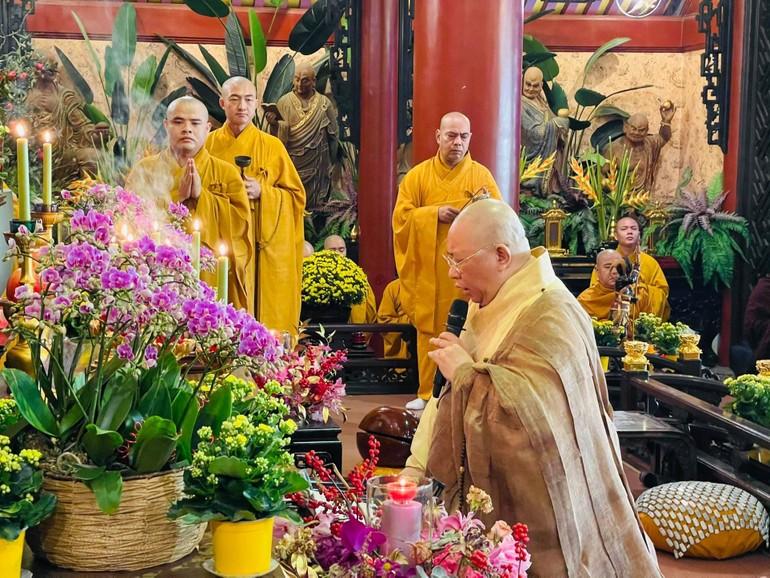 Chư Tăng chùa Viên Giác sẽ trì tụng kinh trong pháp hội Dược Sư, không tổ chức cho Phật tử