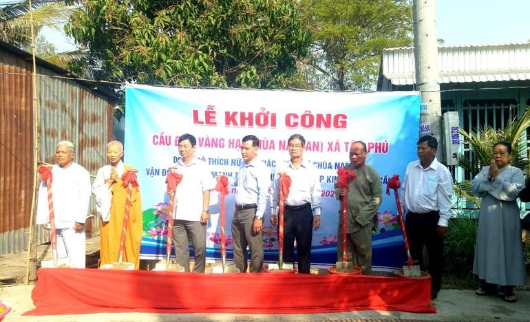 Ủy ban MTTQVN xã Tân Phú phối hợp với chùa Nam An tổ chức khởi công xây cầu Đốc Vàng Hạ