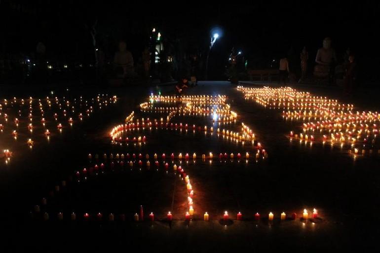 Không gian thiêng liêng cúng đèn tại thiền viện Phước Sơn
