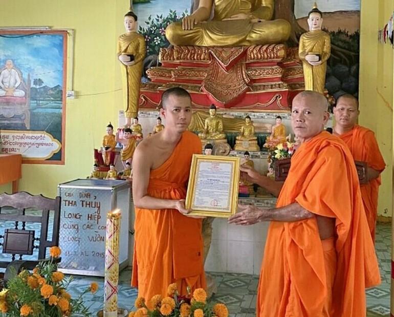 Đại đức Thạch Thanh Trường nhận quyết định bổ nhiệm trụ trì chùa Ô Đùng