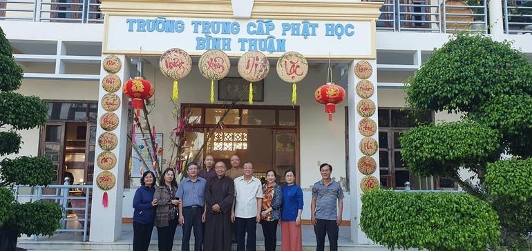 Đoàn nguyên lãnh đạo tỉnh Bình Thuận thăm Trường Trung cấp Phật học tỉnh