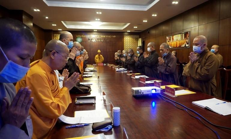 Chư tôn đức Ban Thường trực Ban Trị sự Phật giáo TP.HCM niệm Phật cầu gia hộ