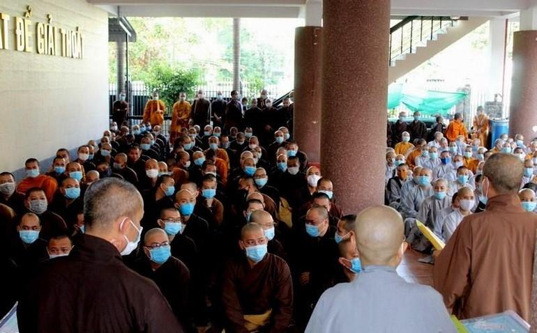Tăng Ni sinh hệ Trung - Cao khóa VIII, XIII Trường Trung cấp Phật học TP.HCM nhập học