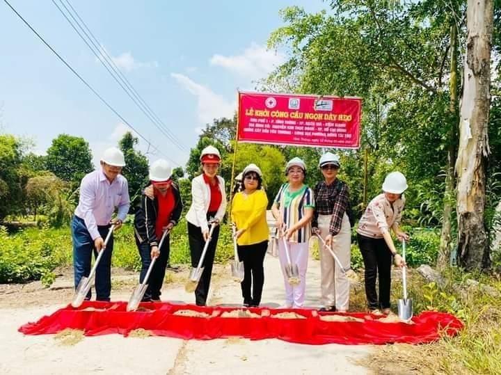 Nhóm Nghĩa Tình Quê Hương khởi công xây cây cầu nông thôn tại xã Vĩnh Thông