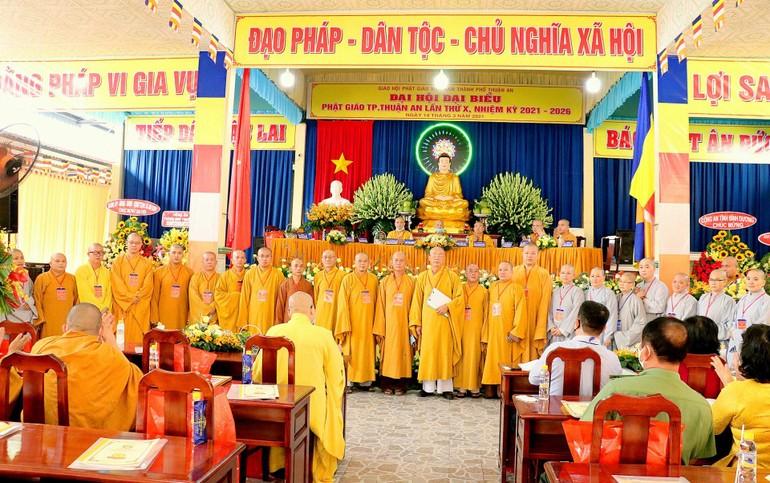 Tân Ban Trị sự GHPGVN TP.Thuận An nhiệm kỳ 2021-2026 ra mắt Đại hội