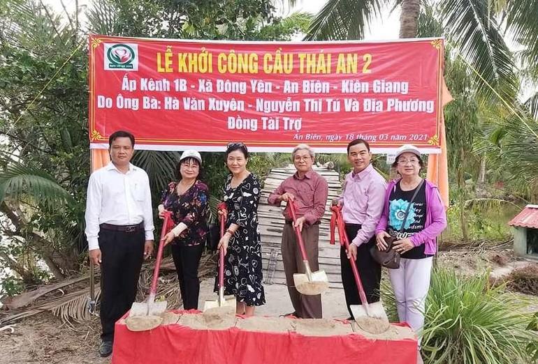 Nhóm thiện nguyện Nghĩa Tình Quê Hương khởi công 2 cây cầu bê-tông cốt thép ở huyện An Biên