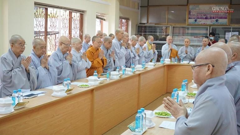 Chư Ni Phân ban Ni giới Trung ương và TP.HCM niệm Phật cầu gia hộ