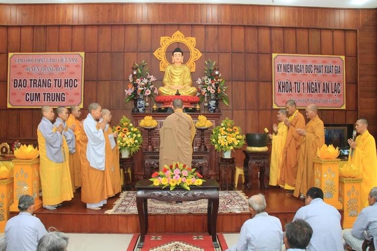 """Ban Trị sự Phật giáo huyện Thăng Bình đã tổ chức khóa tu """"Một ngày an lạc"""" dành cho Phật tử"""