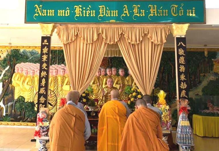 Chư Ni Phân ban Ni giới Phật giáo tỉnh BR-VT niêm hương tưởng niệm tại chùa Tịnh Quang, huyện Châu Đức